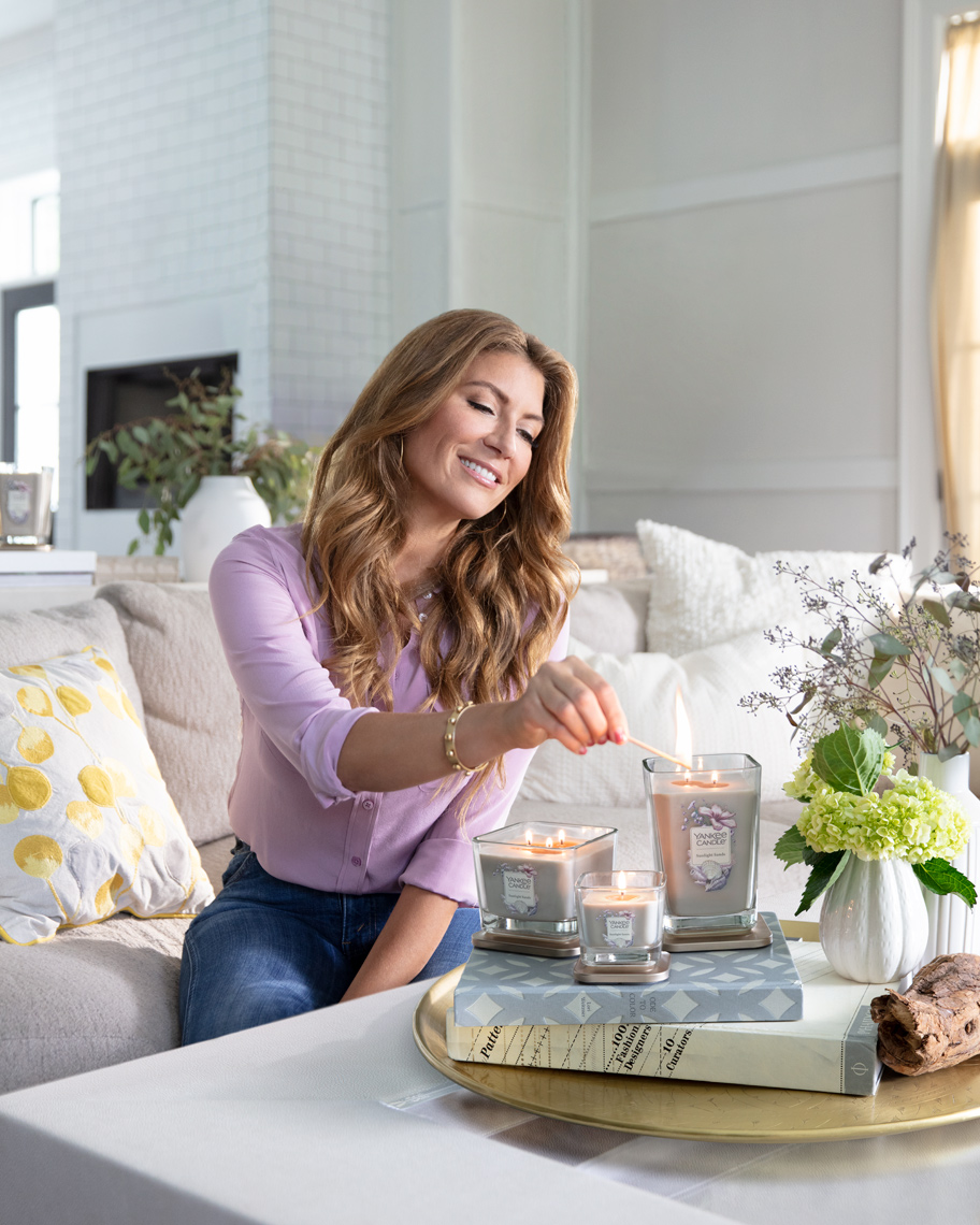 genevieve-gorder-Yankee-Candle-livingroom-Poul-ober-photography