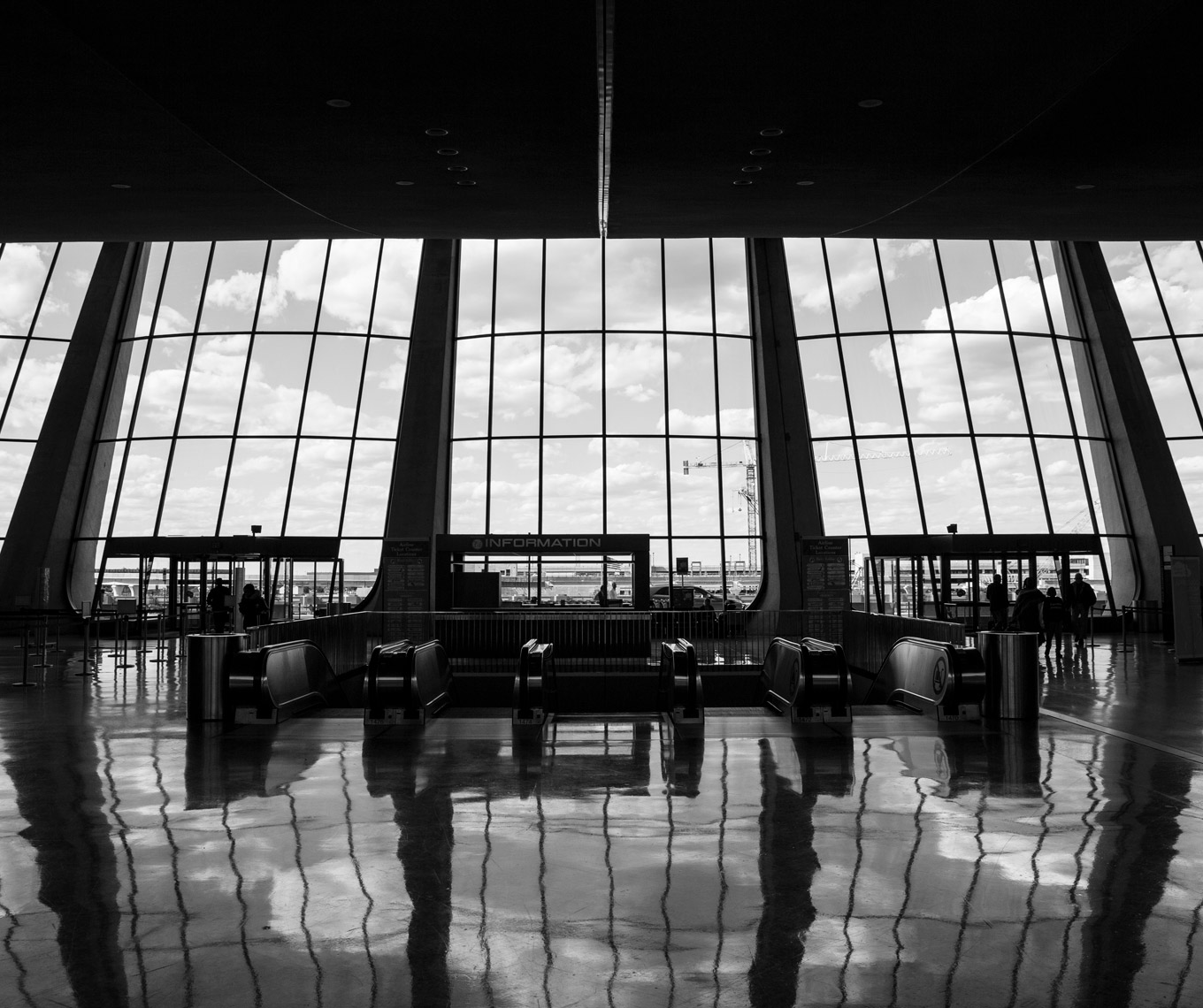 Dulles-International-Airport-Eero-Saarinen-Poul-Ober-Photography
